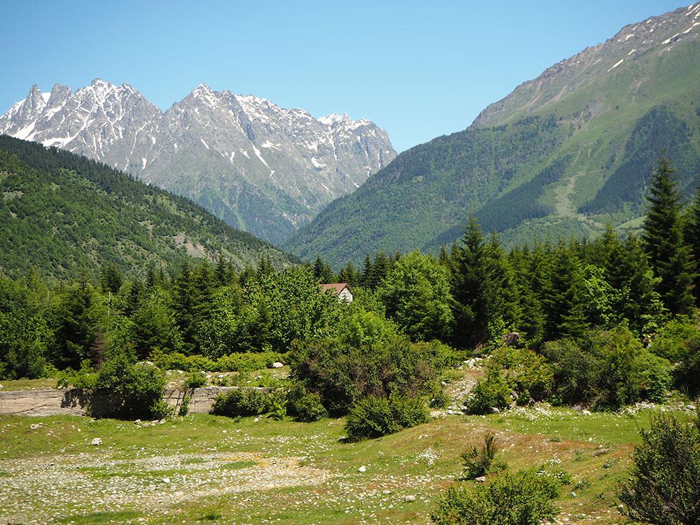 Außergewöhnliche Reiseideen in Europa mit Kindern – der Große Kaukasus bei Hestia in Georgien
