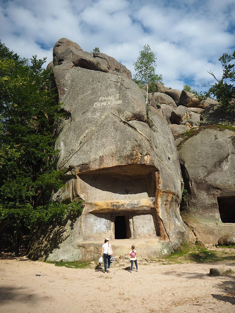 Außergewöhnliche Reiseideen in Europa mit Kindern – die Dovbush Rocks in den Karpaten in der Ukraine