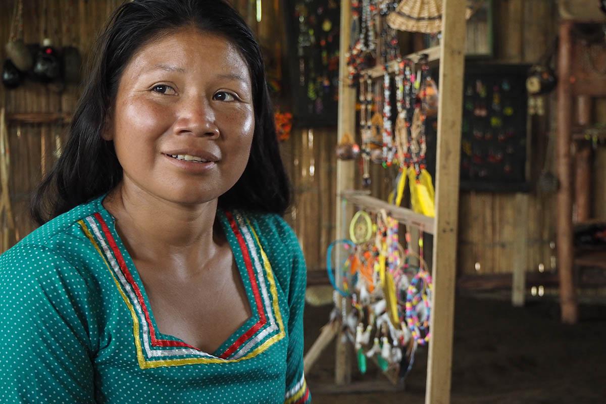 Amazonas eine Frau der Kichwas in Ecuador