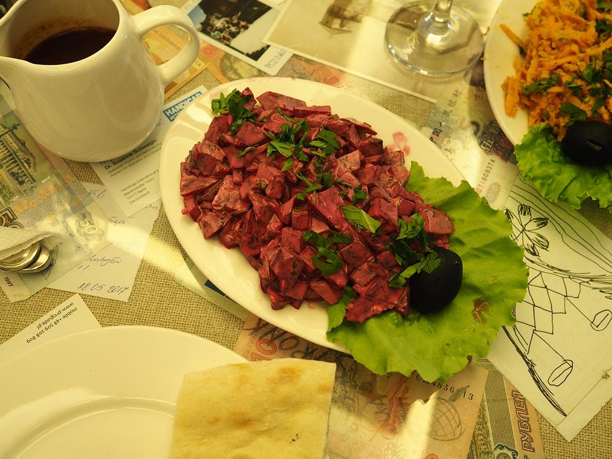 Georgischer Salat mit roter Beete