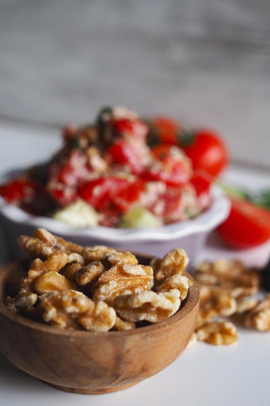 Rezept Georgischer Salat mit Tomaten, Gurken und Walnüssen