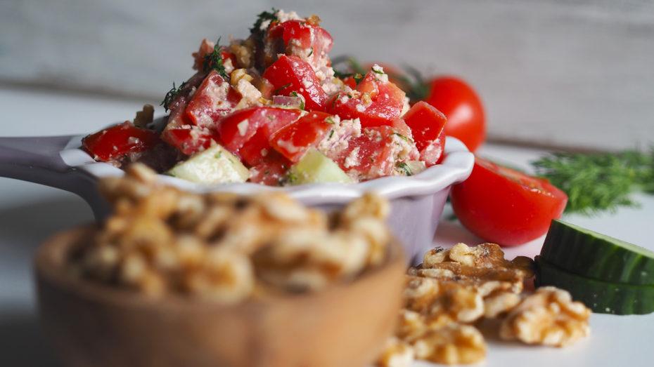 Georgischer Salat mit Walnusspaste