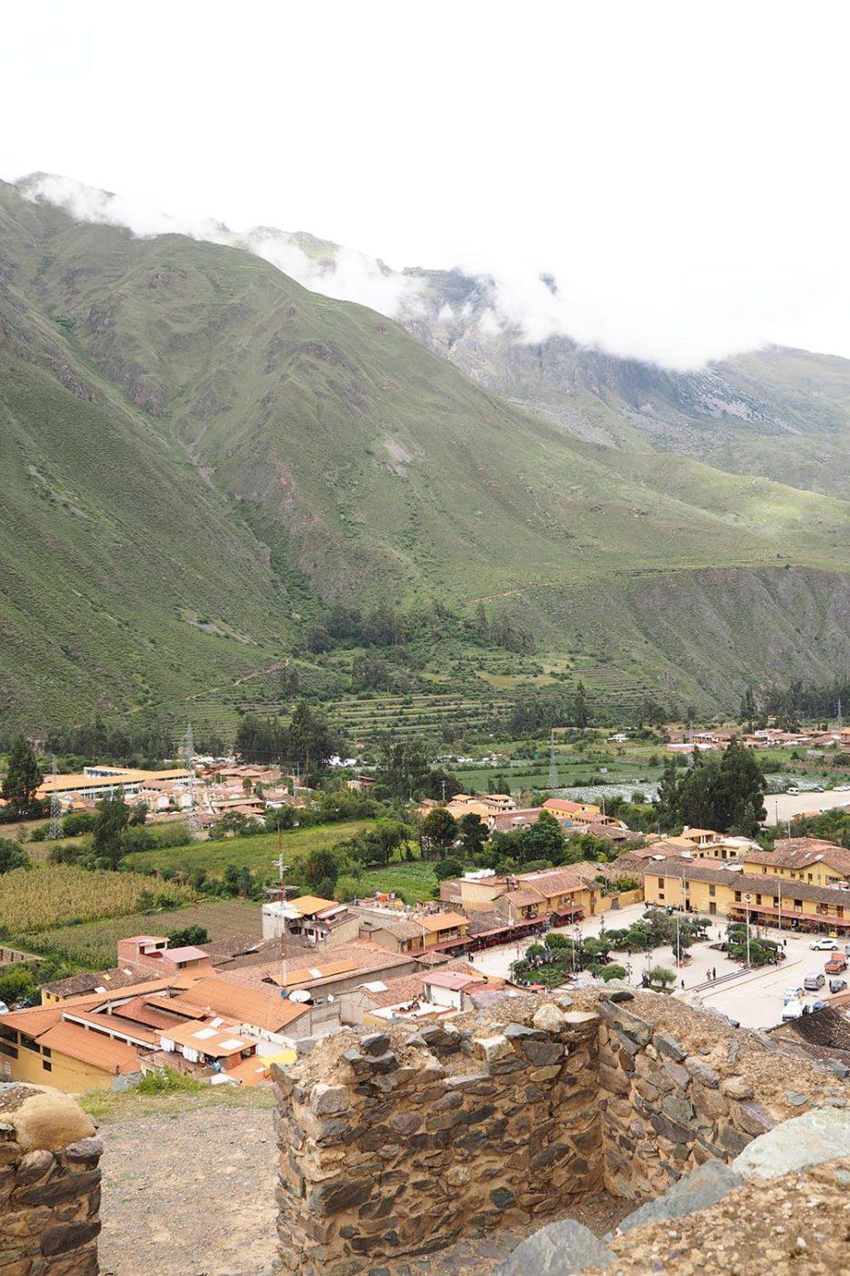 Ausblick auf Ollantaytambo von einem Berg