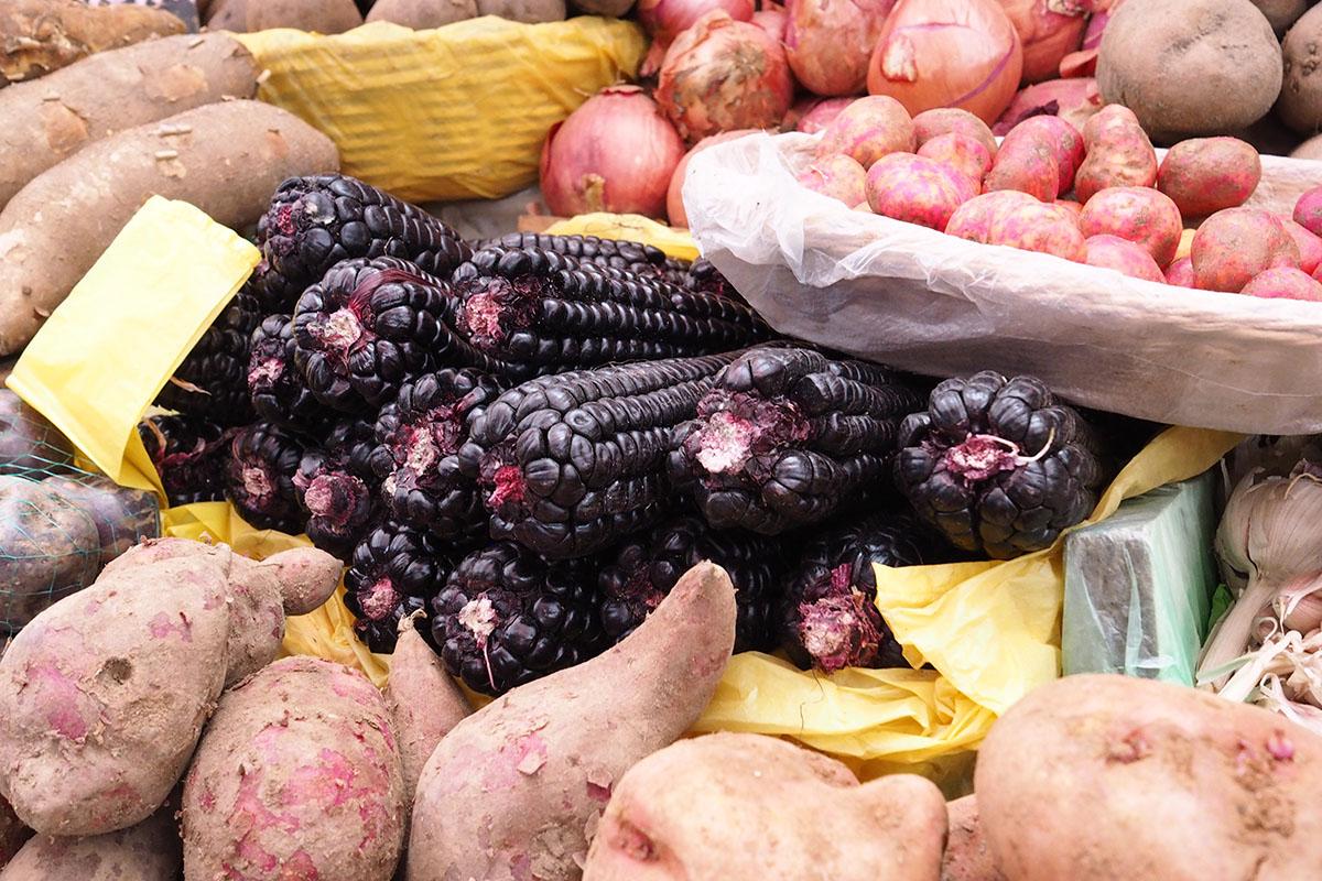 Peruanisch kochen – regionales Gemüse auf einem lokalen Markt