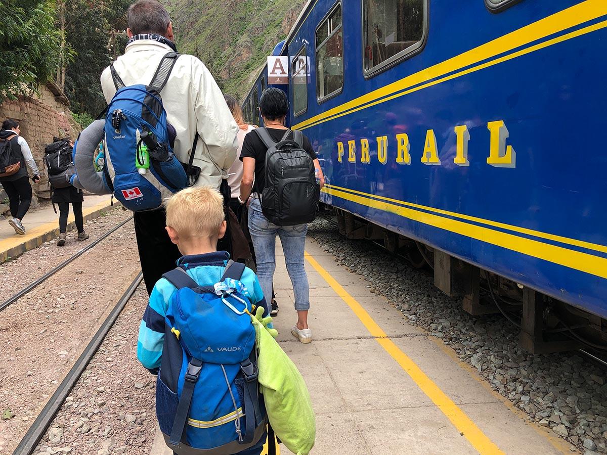 Machu Picchu mit Kind Zug von Perurail