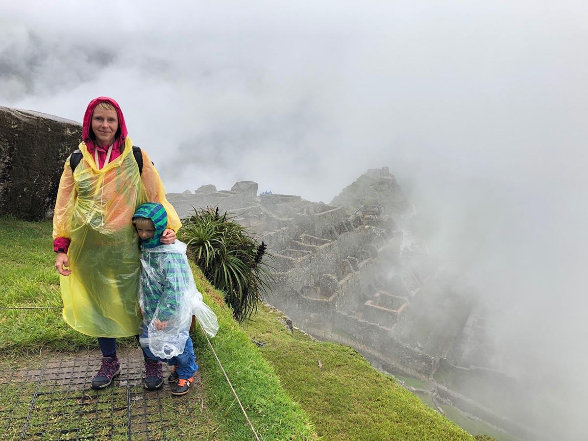 Reisebericht Machu Picchu mit Kind am Fuße der Ruinen