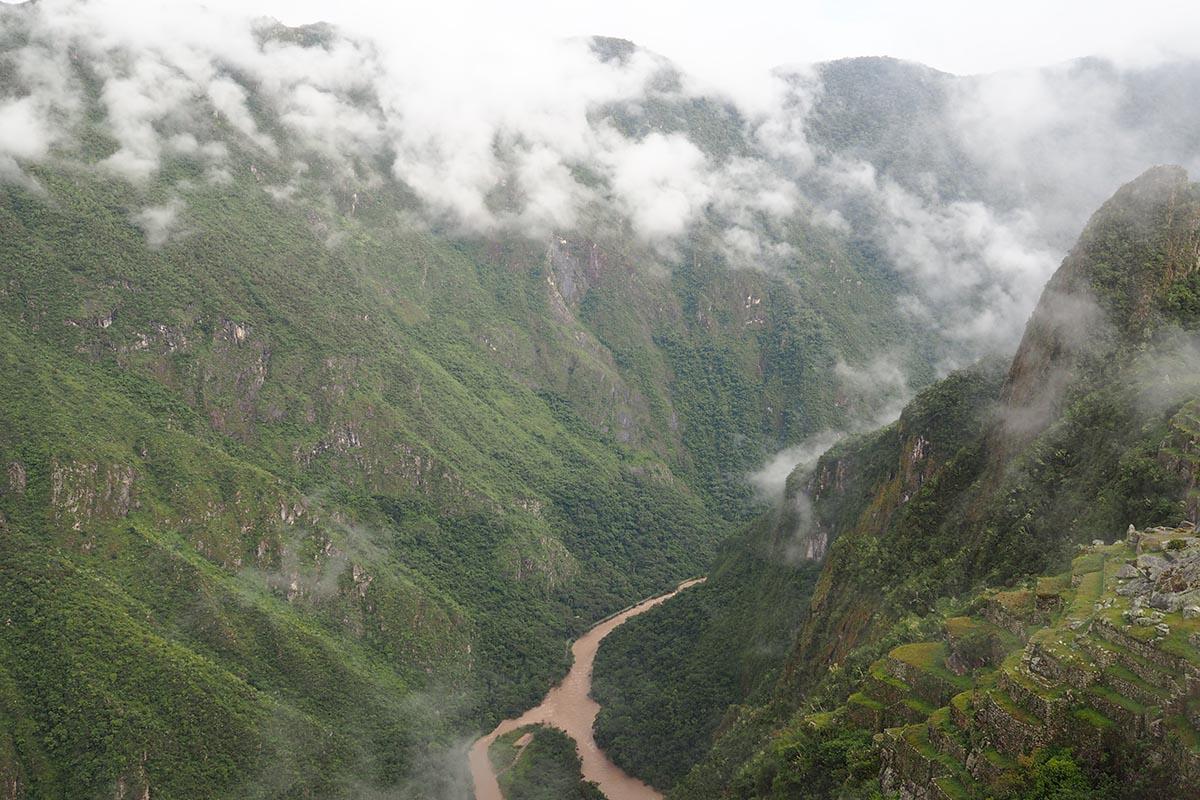 Blick auf Río Urubamba von Machu Picchu aus