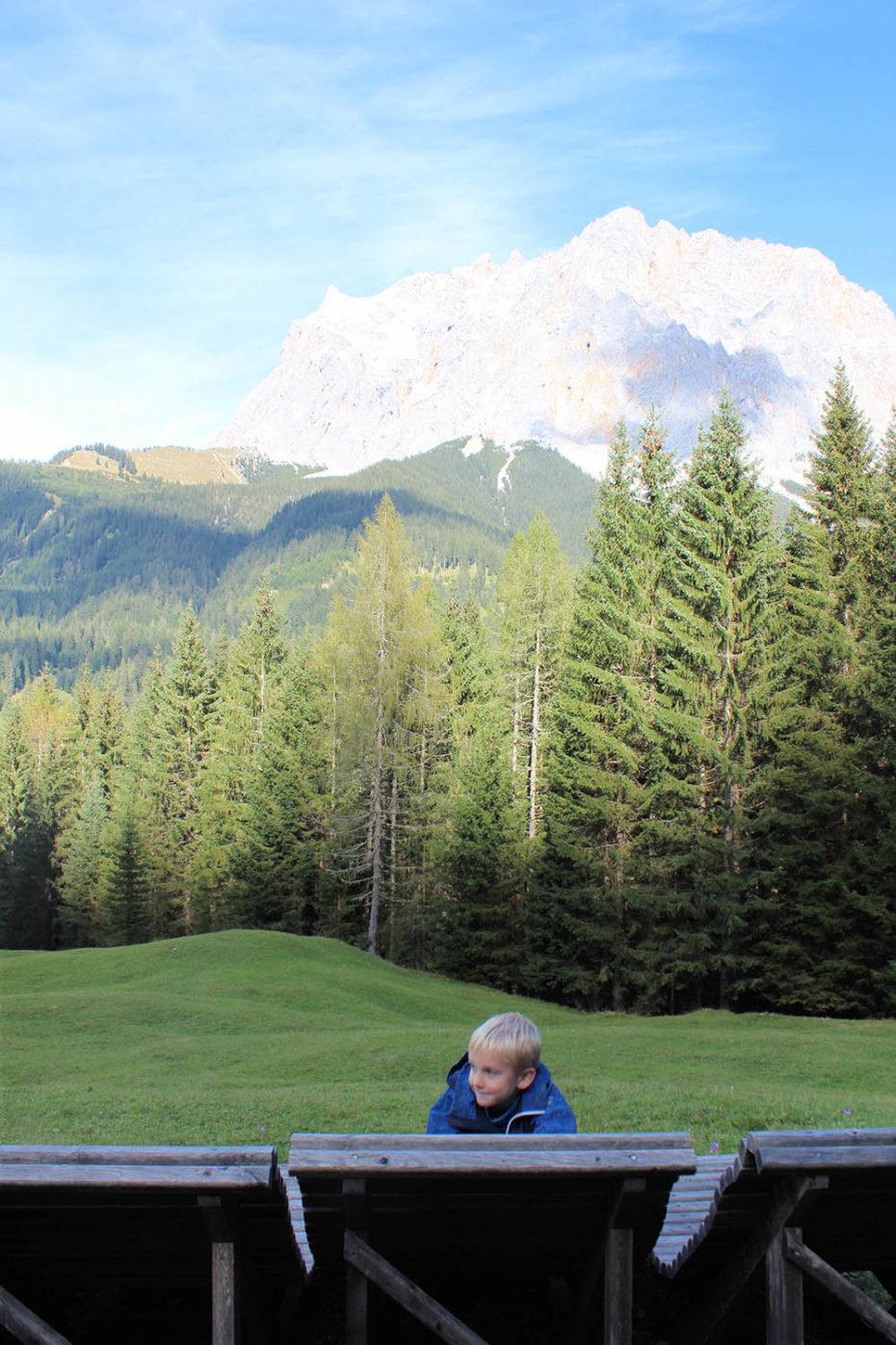 Ferien in Bayern mit Kind auf der Zugspitze
