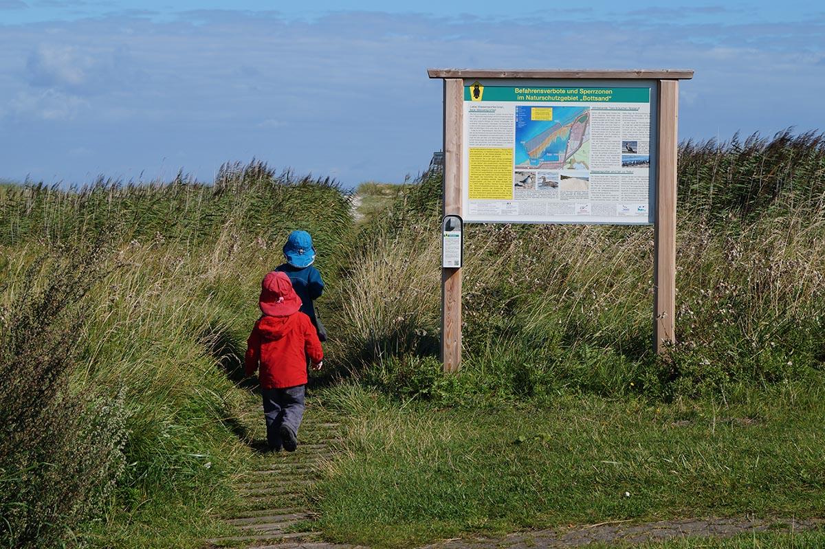 Mit Kindern im Naturschutzgebiet in Kiel
