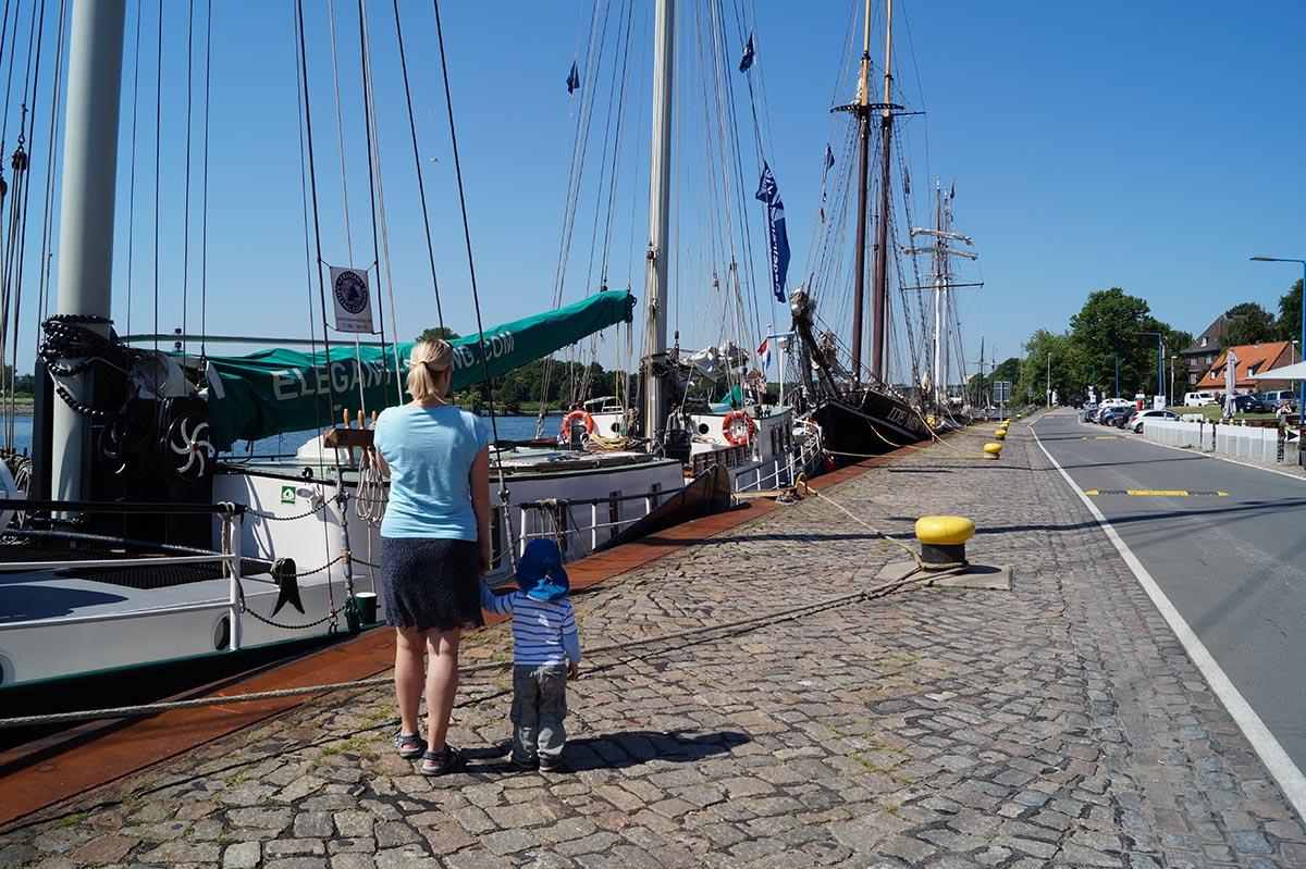 Mit Kindern am Tiessenkai in Kiel